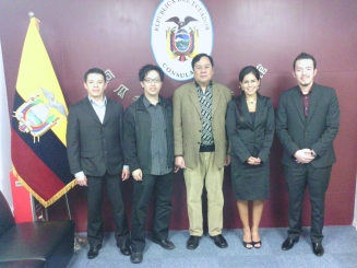 Ecuador GZ Consulate_ConGen MsMariellaMolina+staff1